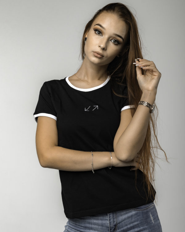 Czarna koszulka damska z logiem przodem